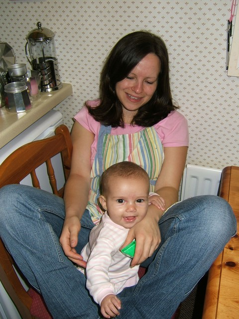 Hanging out w/ Mum in the kitchen @ 5.25 months